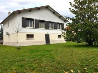 Decines-Charpieu : maison de 100 m2 + sous-sol avec beau ja