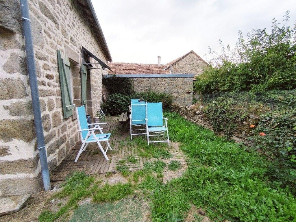 Maison en pierres rénovée avec jardin