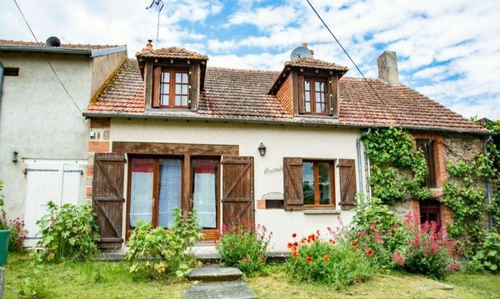 Maison en pierres avec jardin