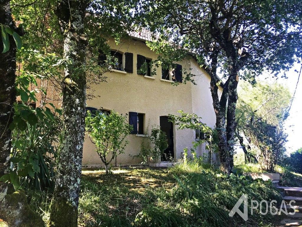 Maison Ussac 5 pièce(s) 180 m2 avec un jardin d'environ 1000m2