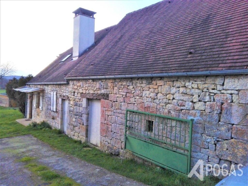 Maison d'habitation + dépendance sur terrain plat d'environ 6500 m2