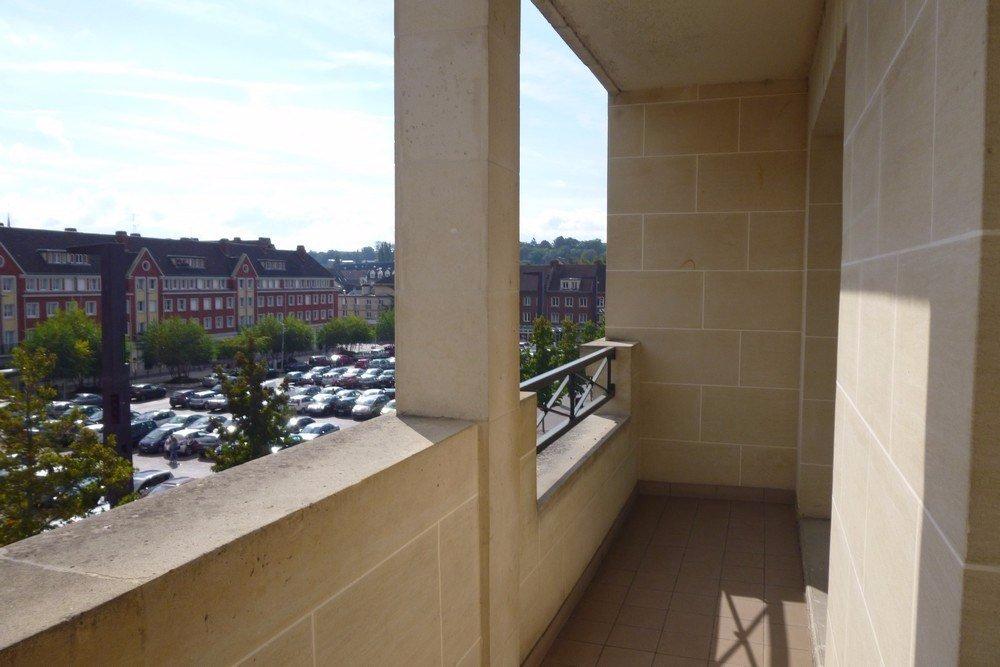 Beauvais vente F2 65 m² type 2 balcon garage voiture moto centre-ville Place des Halles hyper centre