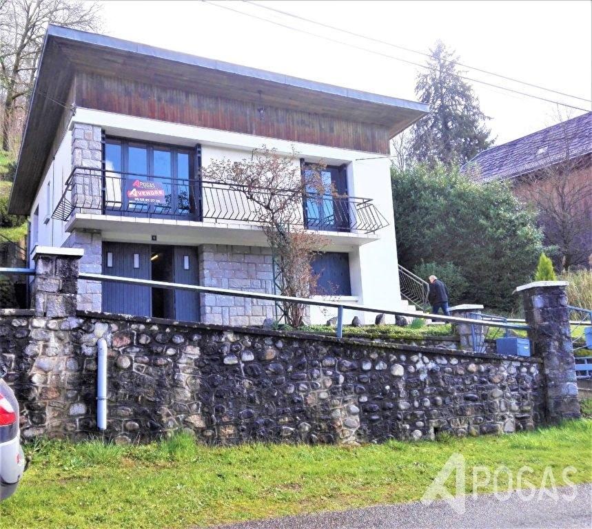 Maison d'habitation sur environ 3000 m2 de terrain avec une jolie vue