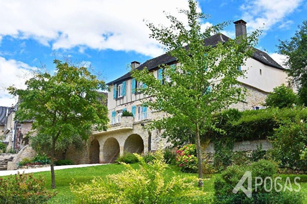 maison de pays sur un jardin d'environ 980m2 + 2 appartements
