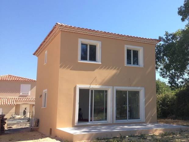 Villa bastide provençale 100m²; double rang génoises; enduit de façade ocre; vue sud