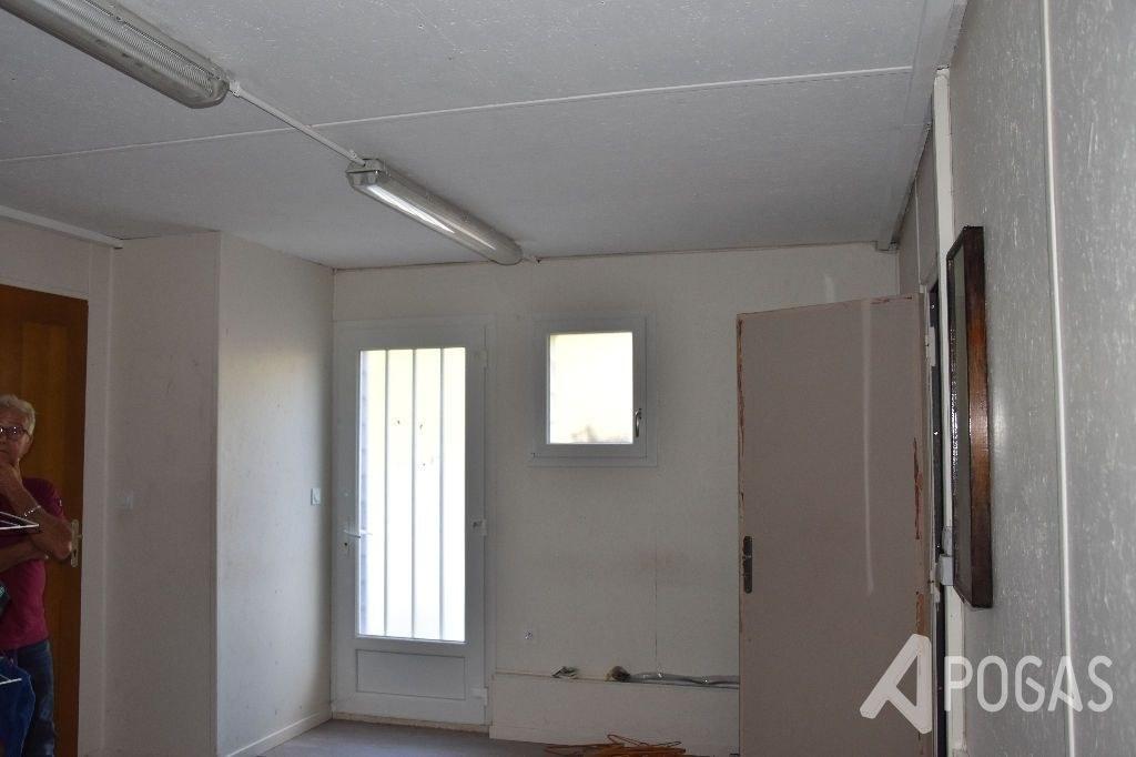 Local - Entrepot avec bureau et appartement