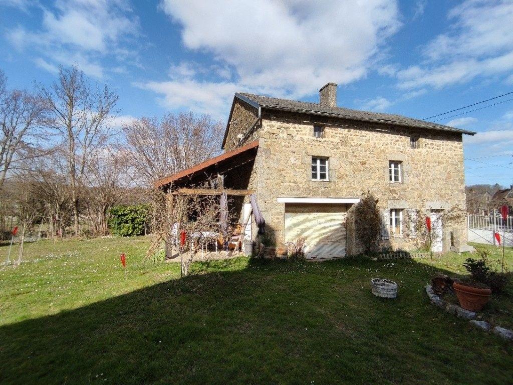 Deux maisons avec jardin dans la campagne Creusoise