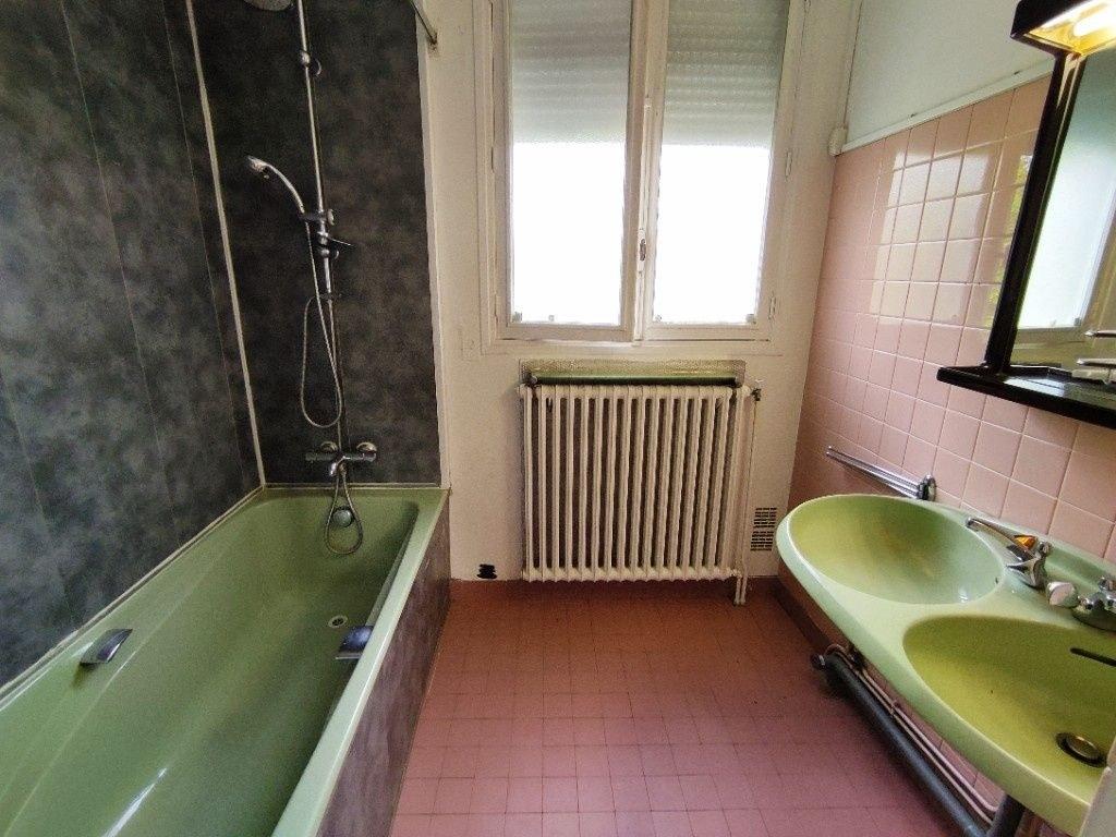 Maison  8 pièce(s) 215 m2 avec jardin