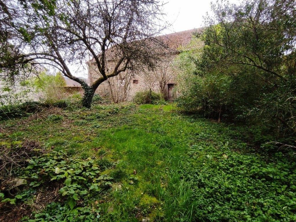 Maison et grange sur terrain