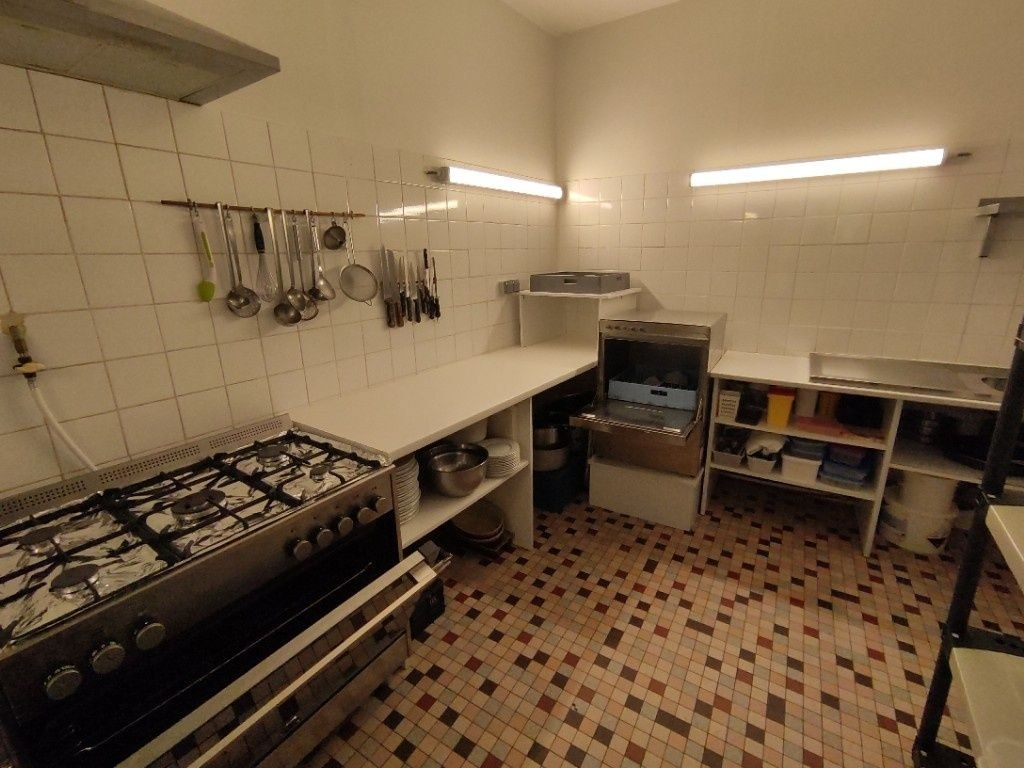 Fonds de commerce + murs avec appartement à l'étage - MOUTIER D'AHUN