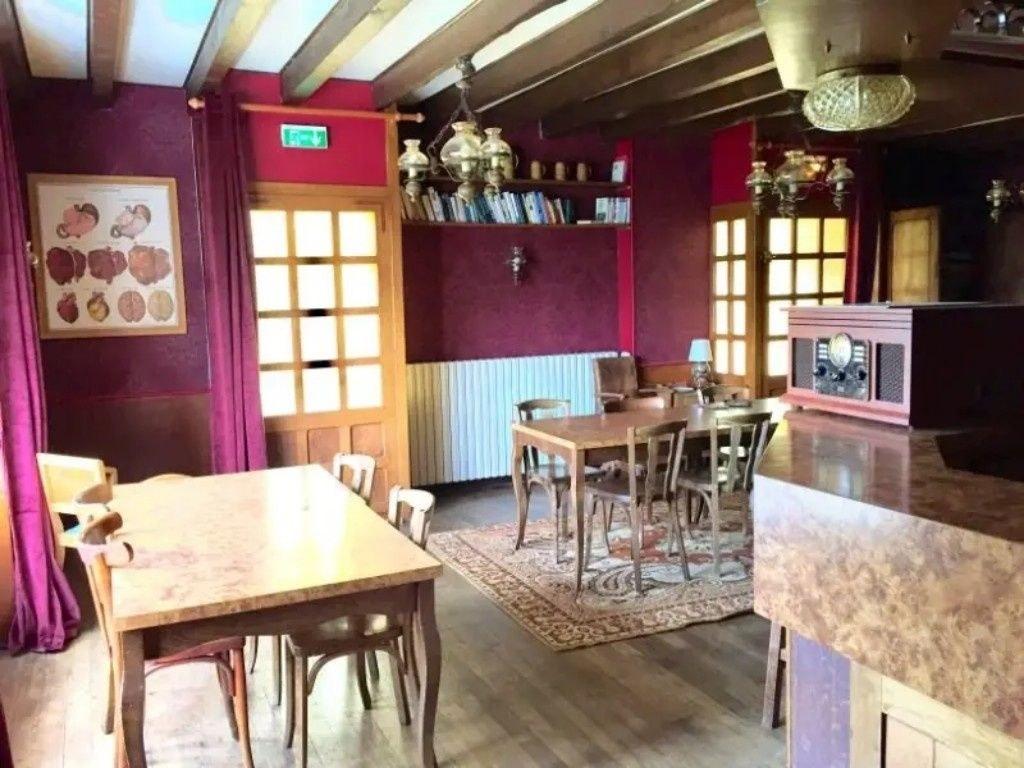 Ancien hôtel-restaurant sur un parc d'environ 5500m2