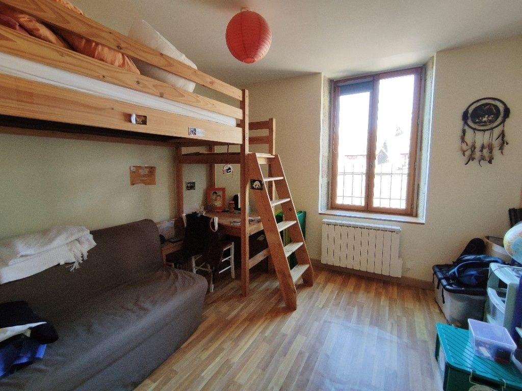 Maison familiale 5 chambres avec cour