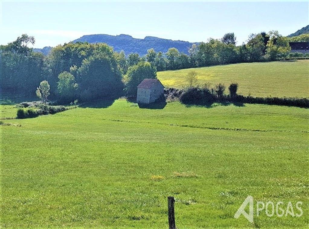 Bâtiments agricoles sur terrain d'environ  6,3 Hectares