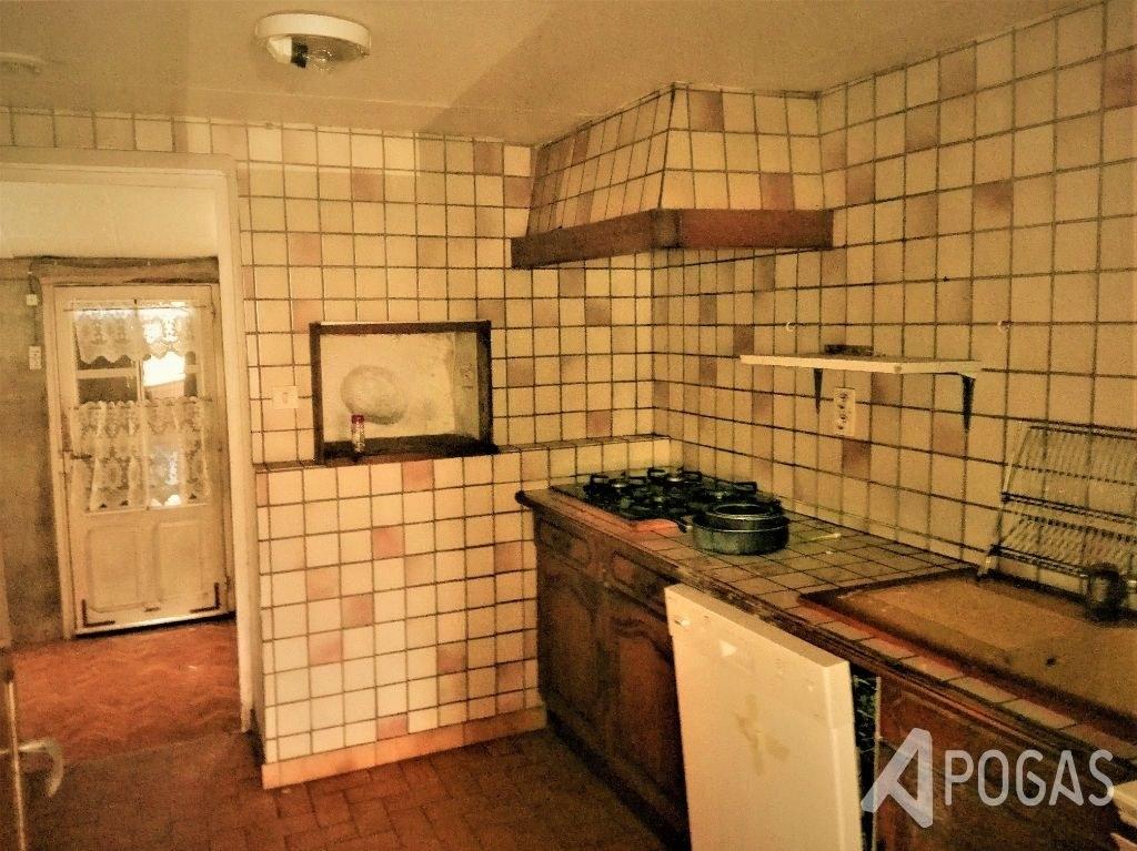 Maison d'habitation avec terrain plat d'environ 2000 m2