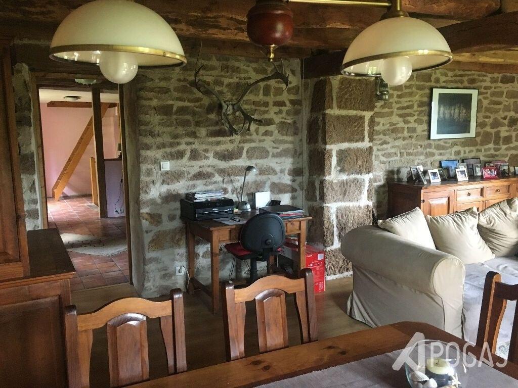 maison de pays avec four à pain  6 pièce(s) sur un jardin d'environ 9100m2