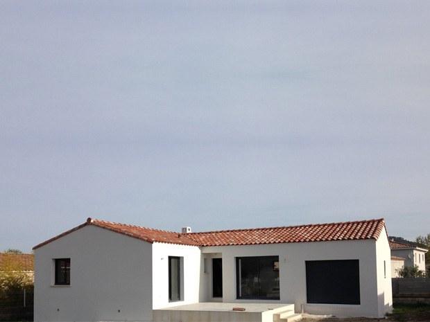"""Villa de forme en """"L"""" ; 100m2 habitable; menuiserie alu gris anthracite"""
