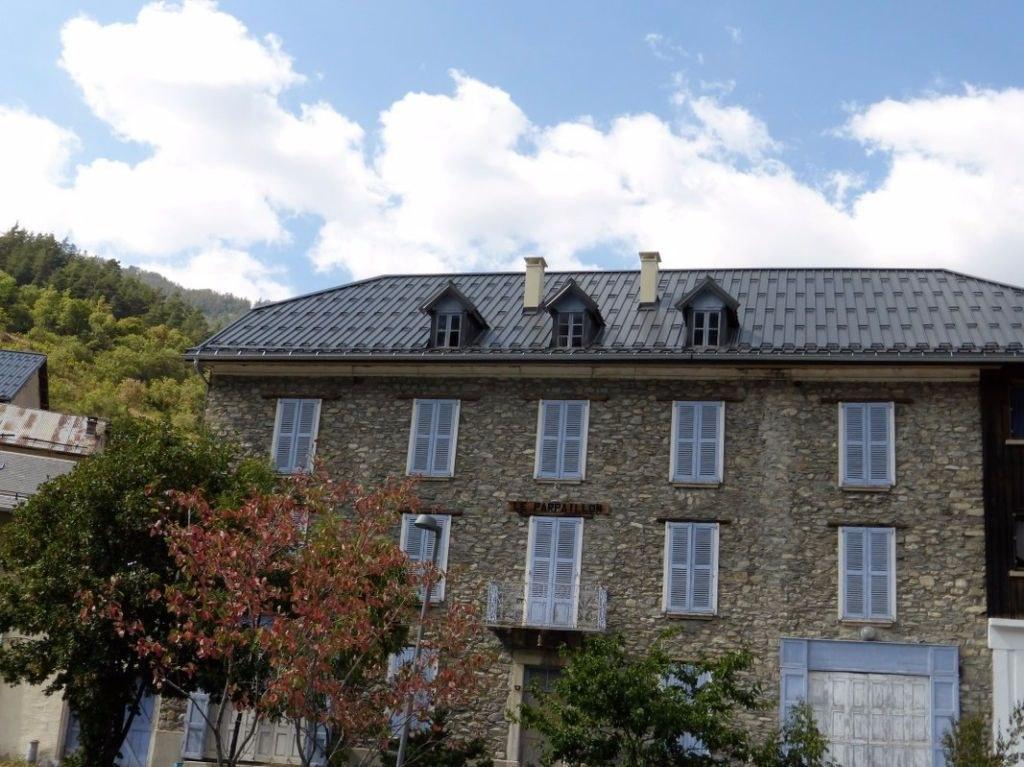 Immeuble  600 m2 - ancien hôtel - 04530 la condamine