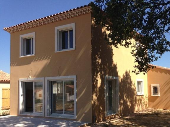Villa bastide provençale 100m²; double rang génoises; enduit de façade ocre;